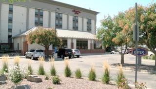 Guest feels car thieves target hotels near DIA