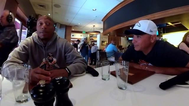 Table7- Chris Harris Jr--sits down with fans