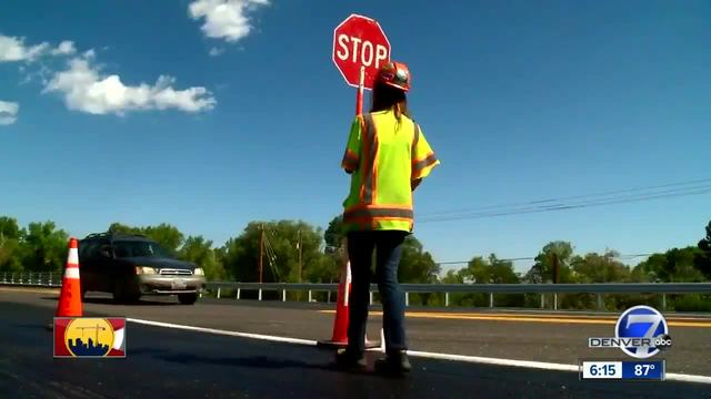 Dancing Colorado flagger wants to put drivers in a good mood