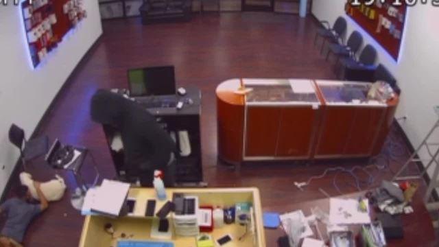 Surveillance video- Man robs cell phone repair shop in Aurora- leaves…